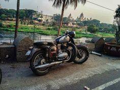 Jawa 250cc  early morning ride with @men_on_bikes in hyderabad  More photos on - http://ift.tt/1MOOLiU (Link in Profile) | #jawa | #jawamotorcycles.com | #idealjawa| #2stroke | #chrome | #Cz | #biker | #motorcycles | #smoking | #yezdi | #yjoci | #retro | #czech | #vintage | #vintagestyle |#india | #motorbike | #caferacer | #bikeporn | #instamotogallery | #dirt | #bike | #picoftheday | #gopro | #motocross | #motorcycleyard |