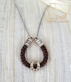 Pferdehaar Halskette mit einem Hufeisen von DesignAS auf Etsy