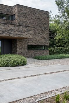 Brick Architecture, Landscape Architecture, Driveway Landscaping, Villas, Facade House, Entryway Decor, Garden Design, House Plans, Modern Design