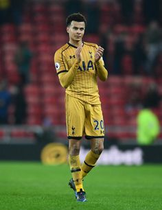 Dele Alli Photos - Dele Alli of Tottenham Hotspur applauds the fans after the Premier League match between Sunderland and Tottenham Hotspur at Stadium of Light on January 2017 in Sunderland, England. - Sunderland v Tottenham Hotspur - Premier League Soccer Players Hot, Football Players Images, Soccer Guys, Football Boys, Play Soccer, David Beckham Style, Dele Alli, King Lebron James, Gorgeous Black Men