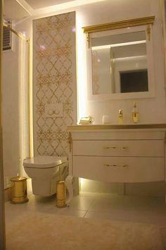 Banyo Bathroom Design Luxury, Bath Design, Bathroom Interior, Bathroom Layout, Small Bathroom, City Bathrooms, Bathroom Storage Shelves, Bathroom Pictures, Bathroom Toilets