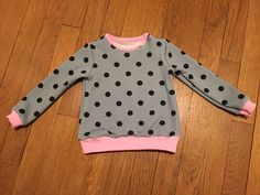 Pull Courcelles de Cosy Little World #couture Sewing Projects, Diy Projects, Pull, Polka Dot Top, Couture, Inspiration, Tops, Women, Fashion