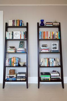 These book shelves are great! And would LOOK great in the corner of my living room. :0)