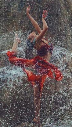 Ideas For People Dancing Drawings Art Art Photography Women, Rain Photography, Beauty Photography, Romantic Photography, Photography Ideas, Swing Dancing, Dancing In The Rain, Rain Dance, Rain Pictures
