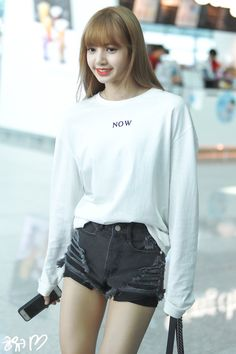 [New] The 10 Best Hairstyle Ideas Today (with Pictures) - Lisa Bp, Jennie Blackpink, Penshoppe, Lisa Blackpink Wallpaper, Black Pink Kpop, Blackpink Photos, Blackpink Fashion, Blackpink Jisoo, K Pop