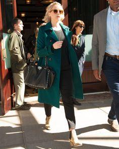 Burberry traz ao Brasil seus trench coats de cashmere