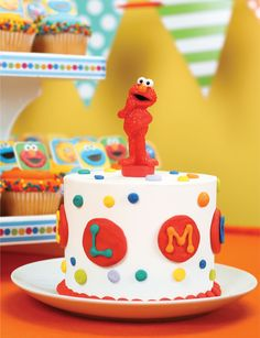 Elmo Spoon Topper is perfect for a smash cake for 1st birthdays! | store.bakerycrafts.com