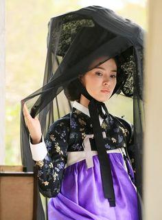 Song Hye-kyo Sheds Cute Image for Gisaeng Role Korean Hanbok, Korean Dress, Korean Outfits, Korean Clothes, Song Hye Kyo, Korean Traditional Dress, Traditional Dresses, Korean Women, Korean Girl