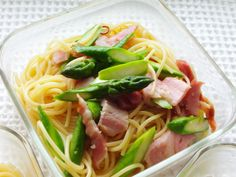 Spaghetti bento with lots of vegetables (asparagus) and ham, simply sauteed with garlic and olive oil. Carried in microwave-safe Pyrex container.