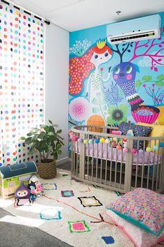 Painel SONHOS vai transformar qualquer ambiente em um sonho lindo! Nosso papel de parede é adesivo vinílico fosco, acumula pouca sujeira e é fácil de colocar e limpar. É a maneira mais prática para quem quer mudar a cara do quarto e colocar mais vida no ambiente! www.mooui.com.br