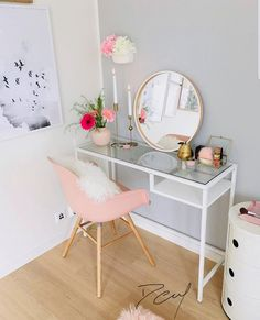 Sensitive Information About Simple DIY Bedroom Vanity That Only the Experts Know About - thehomedecores Room Makeover, Room, Aesthetic Room Decor, Interior, Home Decor, Apartment Decor, Room Decor, Bedroom Decor, Girl Bedroom Decor