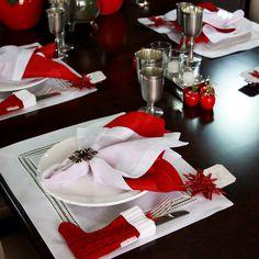 Continuamos a série de inspirações para o Natal 2015, desta vez nossa aposta é no vermelho na mesa posta! Para quem é fã do clássico...