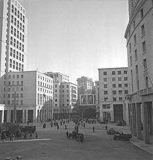 Genova - Wikipedia Bauhaus, Vintage Italian Posters, Art Deco, Source Of Inspiration, Zen, Multi Story Building, Multimedia, Street View, Pictures