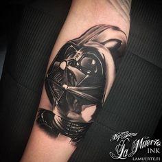 Darth Vader / Star wars tattoo by Sami Haataja @ La Muerte Ink Darth Vader Tattoo, Star Wars Jokes, Star Wars Facts, Star Wars Tattoo, Small Tattoos, Tattoos For Guys, Ant Tattoo, Neue Tattoos, Vader Star Wars