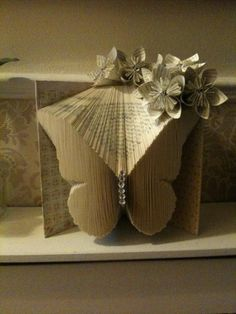 to Fold Book pages– Recycled Book Art Ideas How to Fold a book into a butterfly. Book fold ArtHow to Fold a book into a butterfly. Old Book Crafts, Book Page Crafts, Book Page Art, Book Pages, Folded Book Art, Paper Book, Paper Art, Paper Crafts, Cut Paper