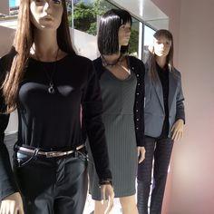 Vitrine Closet Mulher Bode, calça de couro, vestido tubinho, tricô, Blazers cinza, calça preta