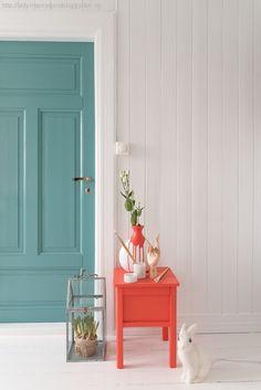 Veggen er i Jotun lady chi og døren sjøsmaragd/petrol Inspiration Design, Interior Inspiration, Piece A Vivre, Deco Design, Home And Deco, Painted Doors, Decoration, Home Interior Design, Interior Door