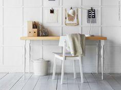 Arbetsro vid en arbetsplats med ljusa material. NIPEN ben, SIGURD stol.