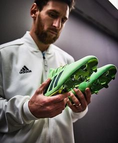 Go on and get em buddy Lionel Messi Wife, Lionel Messi Biography, God Of Football, Youth Football, Football Stuff, Football Boots, Messi Fans, Messi 10, Adidas Cleats