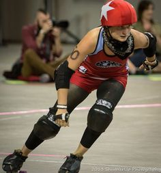 When you first learn the basics of roller derby, crossovers are usually taught how you see in this video: bend your knees and cross one foot over the other. This was okay when we were doing 25 in 5...