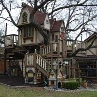 Awesome tree house!! Everything Is Bigger In Texas: Dallas Treehouse Mansion