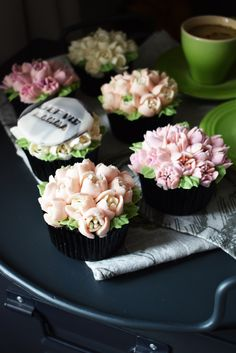 Mothers Day Cupcakes, Buttercream Icing, Chocolate Cupcakes, Table Decorations, Baking, American, Flowers, Desserts, Food