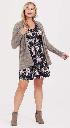 Plus Size Skater Dress - Plus Size Fashion for Women Plus Size Skater Dress, Plus Size Dresses, Plus Fitness, Jeans And Flats, Work Fashion, Fashion 2018, Plus Size Fashion For Women, Pin Tucks, Trapillo