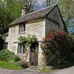 Cottage on Arlington row in Bibury, England. I have a lot of romantic notions about living in a cottage. I wonder if I would actually like it or just feel cold and cramped. Little Cottages, Cabins And Cottages, Little Houses, Small Cottages, Stone Cottages, Stone Houses, Cotswold Cottages, Fairytale Cottage, Garden Cottage