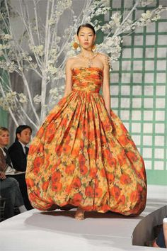 Inauguration Ball Gowns: Oscar de la Renta Pushes For Edgier Designs For Hillary Clinton