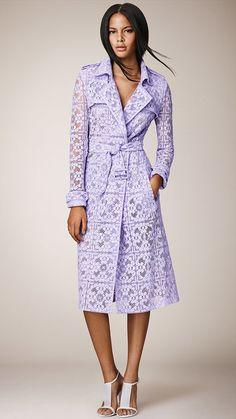 バーバリーのパープルのレースコート。ドレスのようなレースがすごく素敵です♪1枚で着れちゃいます!