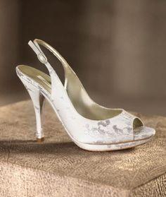 Zapatos de punta abierta en color blanco para novia modelo Miranda - Foto Pronovias