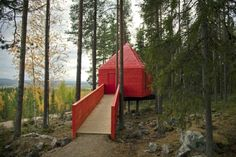 """Located in the village of Harads, Sweden, the """"Tree Hotel"""" has been built in full harmony with the environment surrounding it. Designed by well known designers and architects in Sweden, the 6 one-of-a-kind rooms of the hotel resides high above the ground on the pines. Each one has been created by a different architect. All are made mostly of wood, except for the 'Mirrorcube' which is entirely covered with glass facades. Photography : Elisabeth Toll."""