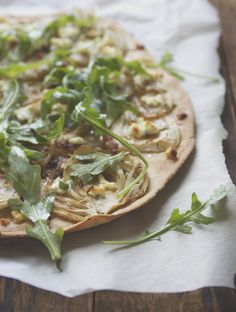 Caramelized Fennel and Goat Cheese Flatbread - if you can't eat goat's cheese, try a dairy-free substitute like Daiya. For the flatbread I use the recipe for simple vegan flatbread I posted earlier. Tasty Vegetarian Recipes, Good Healthy Recipes, Easy Healthy Recipes, Healthy Choices, Spicy Recipes, Goats Cheese Flatbread, Goat Cheese Pizza, Cheese Food, Clean Eating Diet