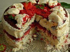 Lodowy tort bezowy z truskawkami | KuchniaMniam