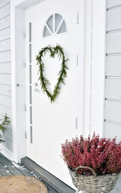 DIY joulukranssi ulko-ovessa // Simple DIY fir heart