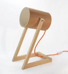 Luminária com estrutura de madeira.Lâmpada E27-Fluorescente ou LED.Dimensões:19x40x26 (LxAxP). Prazo de entrega: 45 dias corridos + prazo de envio.
