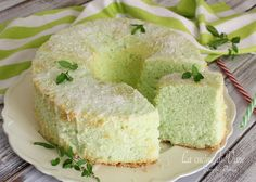 CHIFFON CAKE COCCO E MENTA da provare in questa versione estiva dal sapore fresco ed esotico, semplice da fare, senza burro, altissima e sofficissima