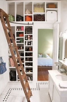 Need more closet space? Consider making sure your new home or remodel includes a walk in closet. A walk-in closet can hold all your clothing and shoes neat and tidy within a large room to walk around. Storage Hacks, Shoe Storage, Storage Ideas, Shelving Ideas, Storage Organization, Creative Bag, Creative Ideas, Walk In Closet, Master Closet