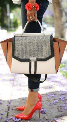 Style - essential details - BCBG Allie bag - Miu Miu heels/// Hermosa la cartera y los tacones :)