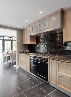 Renovatie woning in landelijke stijl Rustic Kitchen, Kitchen Dining, Kitchen Cabinets, Future House, My House, Decoration, Sweet Home, Interior Design, Kitchens