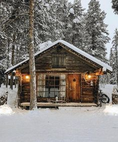 Small Log Cabin, Tiny Cabins, Little Cabin, Log Cabin Homes, Cabins And Cottages, Cozy Cabin, Log Cabins, Mountain Cabins, Rustic Cabins