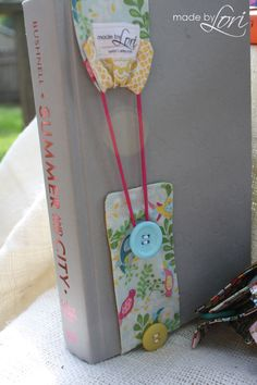 Fabric bookmarks from Made by Lori. Featured on www.craftyconfessions.com