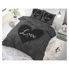 Posteľná bielizeň s motívmi inšpirovanými najnovšími trendami. Comforters, Blanket, Bed, Home, Creature Comforts, Quilts, Stream Bed, Ad Home, Blankets