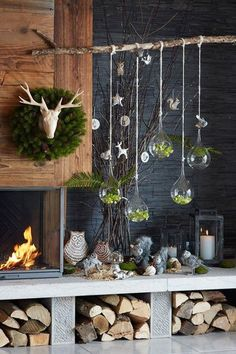 winter weihnachten Instead of a Christmas tree this year we adorn a charming tree of branches Noel Christmas, Rustic Christmas, Simple Christmas, Winter Christmas, All Things Christmas, Christmas Crafts, Christmas Fireplace, Christmas Tables, Easy Christmas Decorations