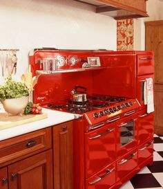 Red kitchen stove red kitchen appliances best of amazing retro kitchen appl Vintage Kitchen Appliances, Retro Kitchen Decor, Kitchen Colors, Kitchen Ideas, Kitchen Designs, Kitchen Photos, Pastel Kitchen, 1950s Kitchen, Eclectic Kitchen