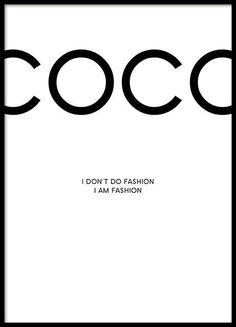 """Coco Chanel Poster mit Zitat """"I don't do fashion, I am fashion."""" Wir führen mehrere Poster mit Zitaten von Modedesignern und Illustrationen vom Chanel-Lippenstift in unserem Sortiment, die gut miteinander kombiniert werden können. Dieses Modeposter passt zudem auch gut zu Postern mit Fashion-Fotografien. www.desenio.de"""