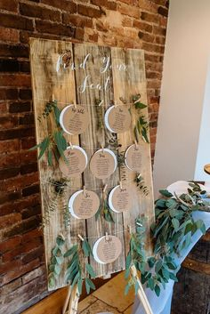 Rustic wooden table plan for weddings and events with Kraft card circular weddin. Rustic wooden table plan for weddings and events with Kraft card circular wedding table plan cards, greenery and modern . Pallet Wedding, Diy Wedding, Dream Wedding, Wedding Rustic, Wedding Ideas, Trendy Wedding, Wedding Venues, Spring Wedding, Wedding Hire