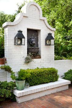 Painting a Brick Wall White in the Garden | Luxestyle Patio Ideas On A Budget Uk, Budget Patio, Brick Wall Gardens, Brick Garden, Garden Path, Black Brick Wall, White Brick Walls, Patio Design, Garden Design