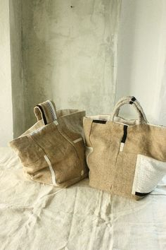 A big slouchy linen-look tote would be great for summmer.if only Iknew someone who sewed. Diy Sac, E Mc2, Linen Bag, Fabric Bags, Big Bags, Summer Bags, Cotton Bag, Tote Purse, Handmade Bags