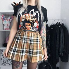 Des styles Grunges inédits dans notre boutique 🖤 #grunge #aesthetic #s #alternative #rock #goth #tumblr #emo #grungegirl #vintage #grungestyle #grungefashion #alternativegirl #fashion #egirl #aesthetics Alternative Outfits, Alternative Girls, Alternative Fashion, Grunge Style, Grunge Girl, Grunge Outfits, Grunge Fashion, Gothic, Skater Skirt